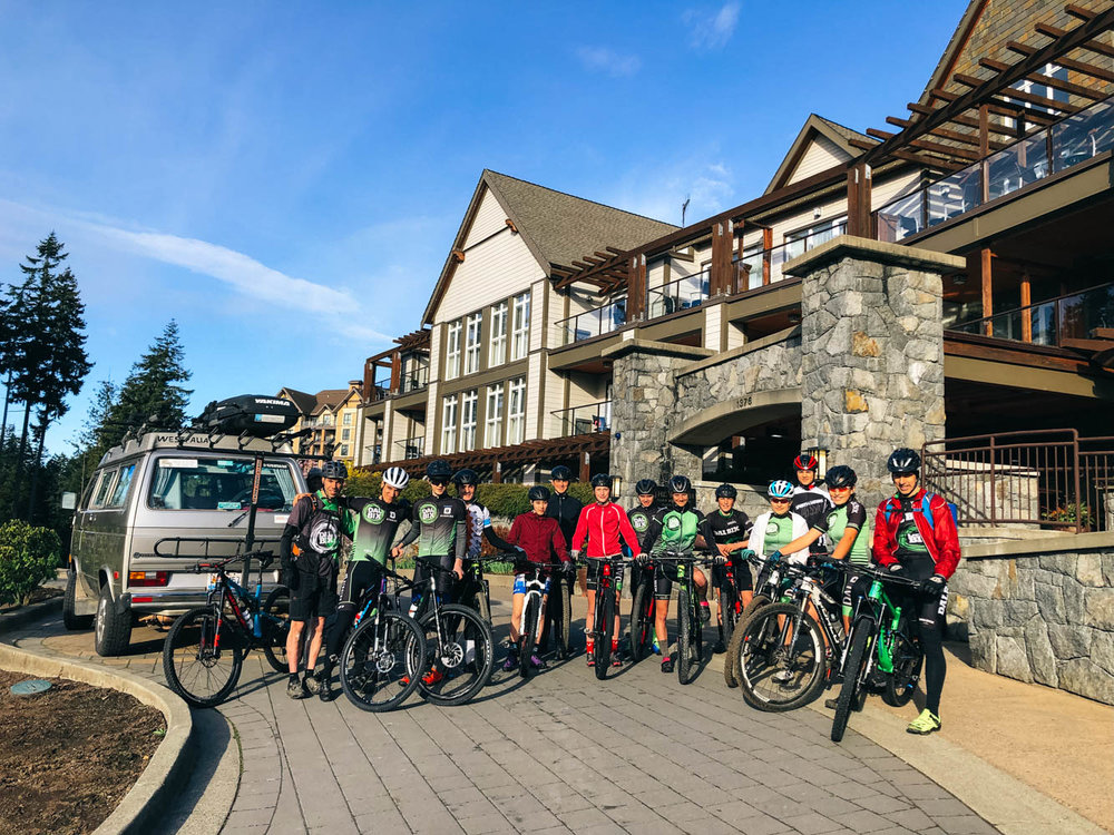The whole Dalbix-Siboire Team for the Bear Mountain Project with the coaches.