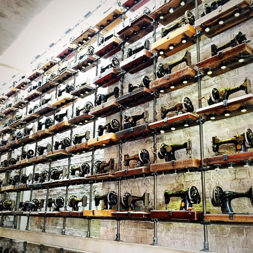 so many sewing machines!