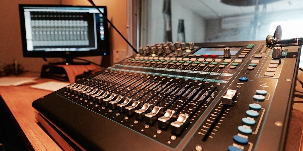 DEM Studio 3.jpg