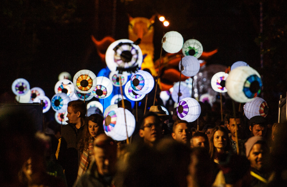 EE_Atmosphere_Illuminated_Parade_Day2-11.jpg