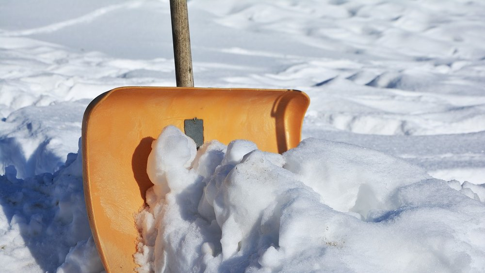 house-aspen-5-realities-of-construction-during-the-winter-snow-shovel