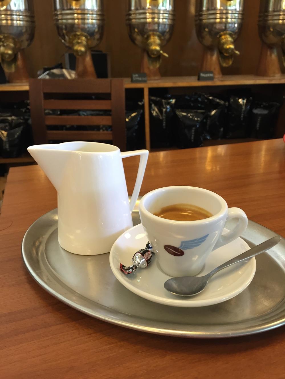 Verlängerter/Caffè Americano im Schönbergers