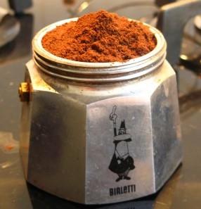 Kaffeemehl NICHT anpressen!