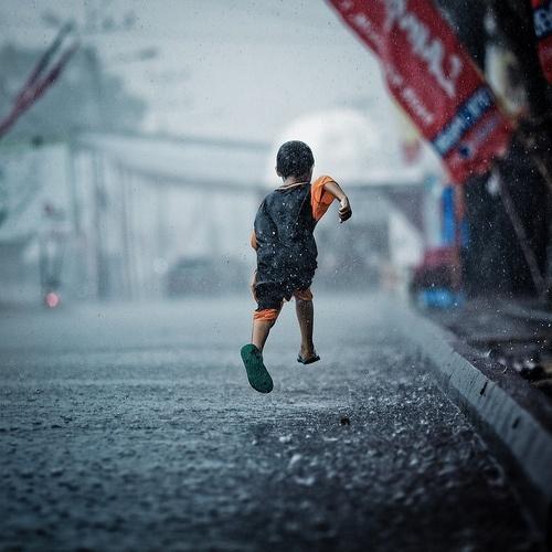 Znalezione obrazy dla zapytania running rain