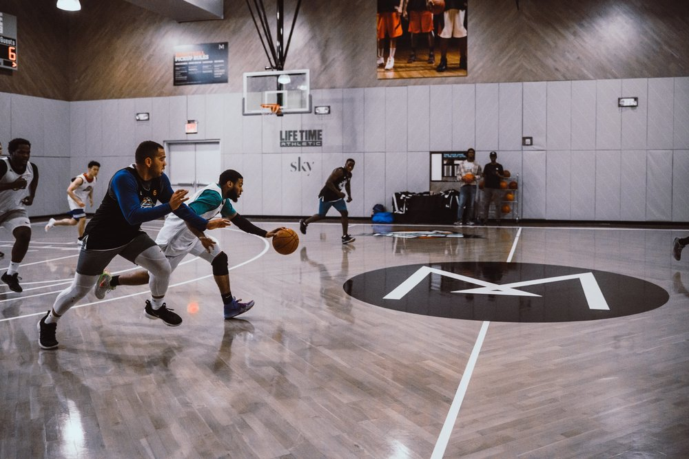 LIFE TIME AT SKY - Open to Non-Members | 18 + | NYCCompete in the Ultimate Hoops adult recreational league on the most famous basketball court in New York City. Team and individual registration available.