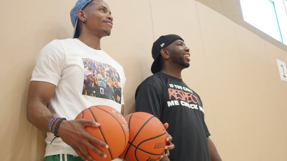 Brown (in the Jayson Tatum shirt) and fellow UH Hall of Famer Mckinsey Golfin.