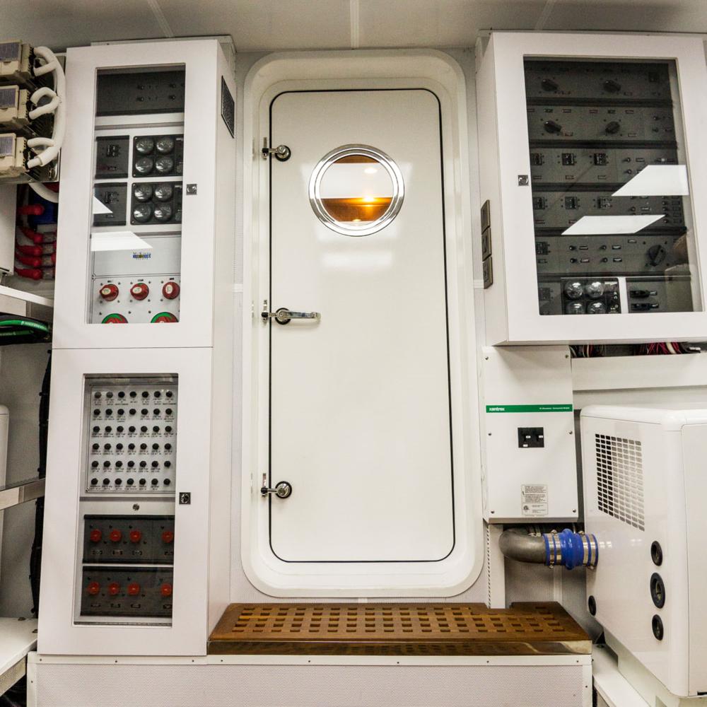 yacht-engine-room-photography