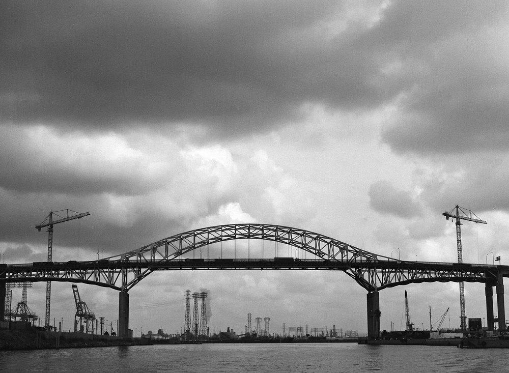 port-of-long-beach-bridge-black-and-white-film-photography-mamiya-01