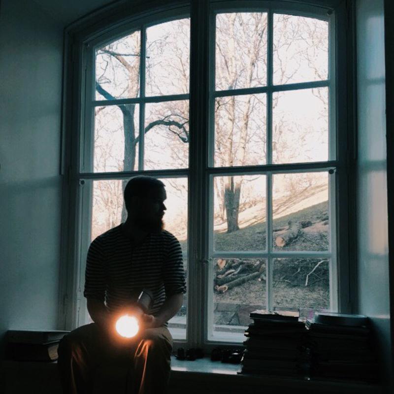 Fredrik under en workshop i porträtt och ljussättning.
