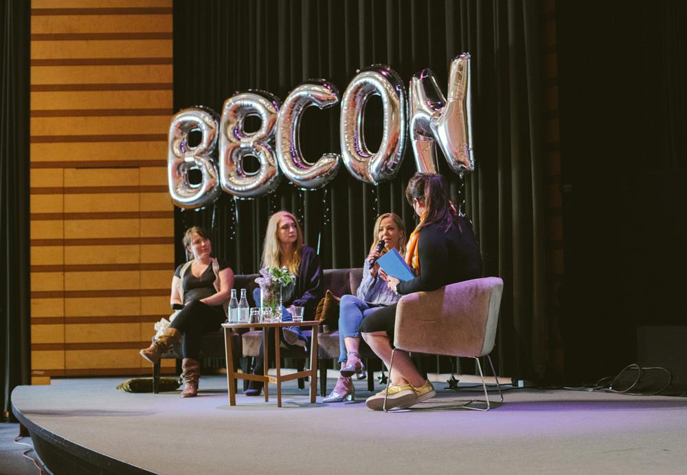 Sara Rönne och en paneldiskussion mellan Maria Strömberg Bååth, Linda Palmgren och Ylva Lindberg.