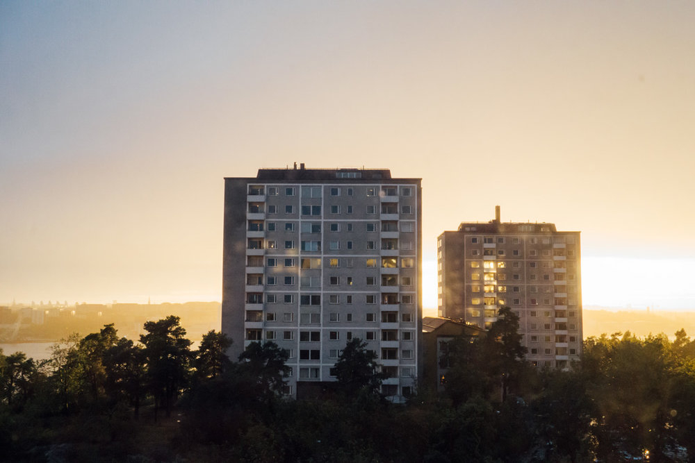 solnedgång på lidingö mittemot värthamnen.