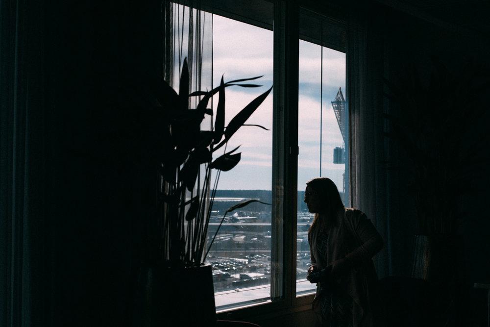 Bloggare Hus30 tittar på utsiken på Arlanda Clarion hotel