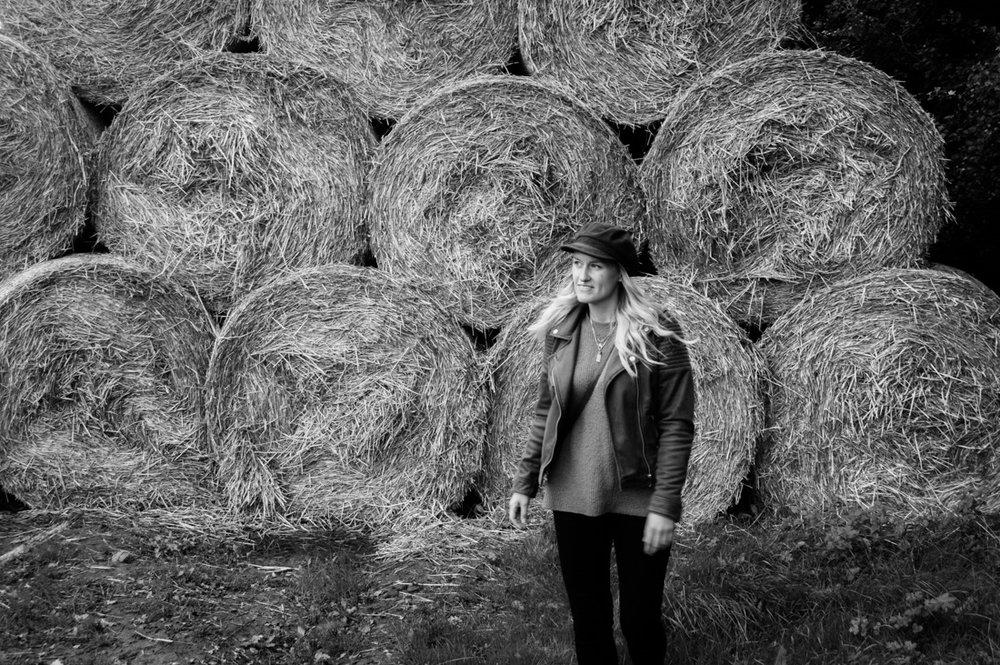 svartvit porträtt på engelska landsbygden