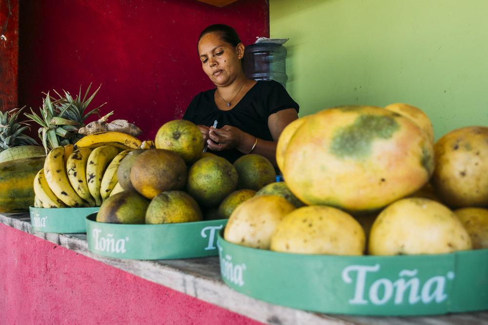 Äta Hostel los tres hermanos på Playa Maderas i Nicaragua