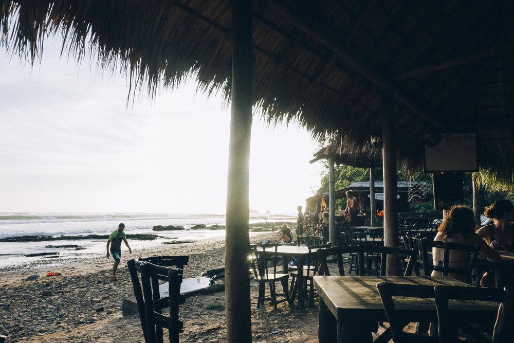 restaurang guide vid stranden playa maderas i Nicaragua