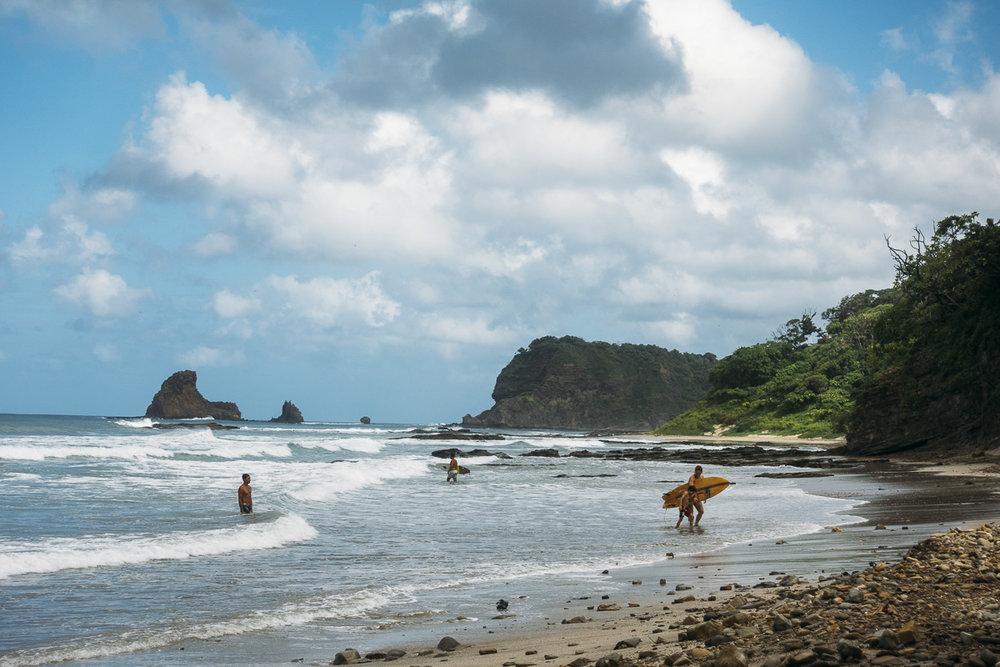 Surfa på Playa Maderas i Nicaragua