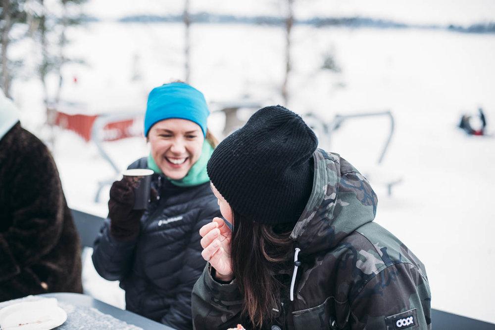 gå på isbana till Gråsjälören för att äta våfflor i Luleå
