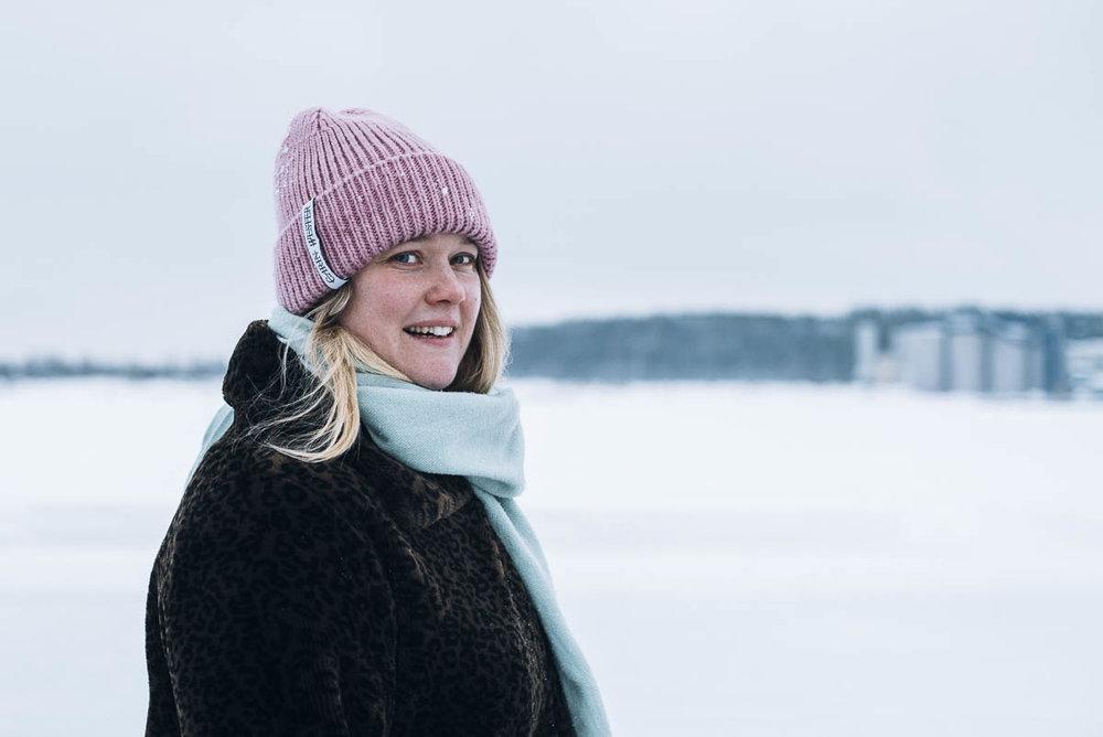 Promenera på isbanan i Luleå till Gråsjälören för att fika