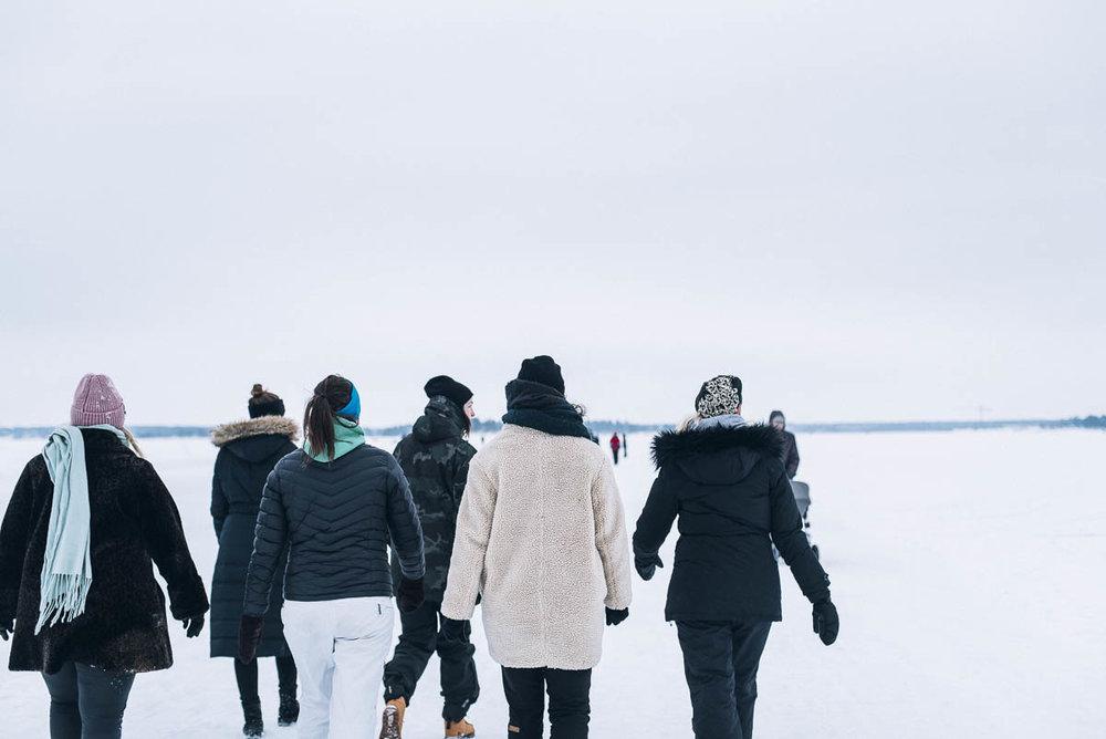 Promenera på isbanan i Luleå till Gråsjälören för att fikaPromenera på isbanan i Luleå till Gråsjälören för att fikaPromenera på isbanan i Luleå till Gråsjälören för att fika