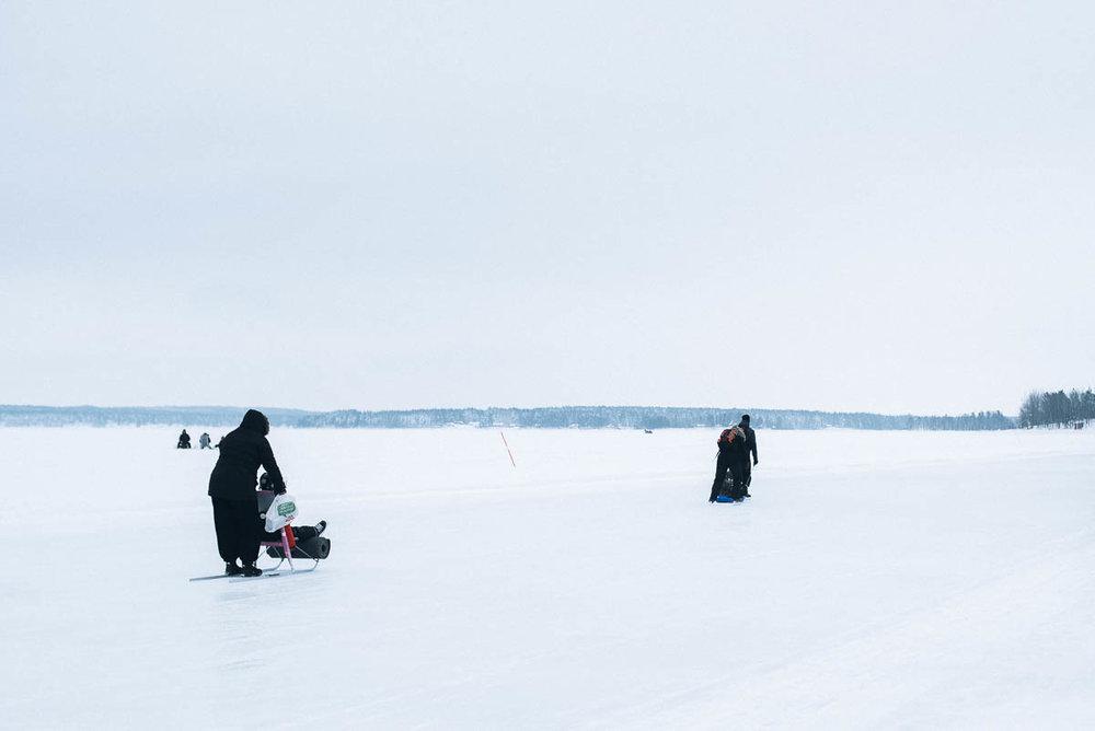 Promenera på isbanan i Luleå till Gråsjälören för att fikaPromenera på isbanan i Luleå till Gråsjälören för att fika
