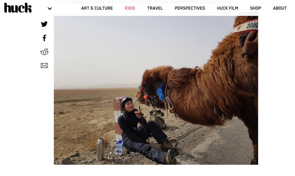 Baigalmaa Norjmaa vandrar med sin kamel från Mongoliet till London