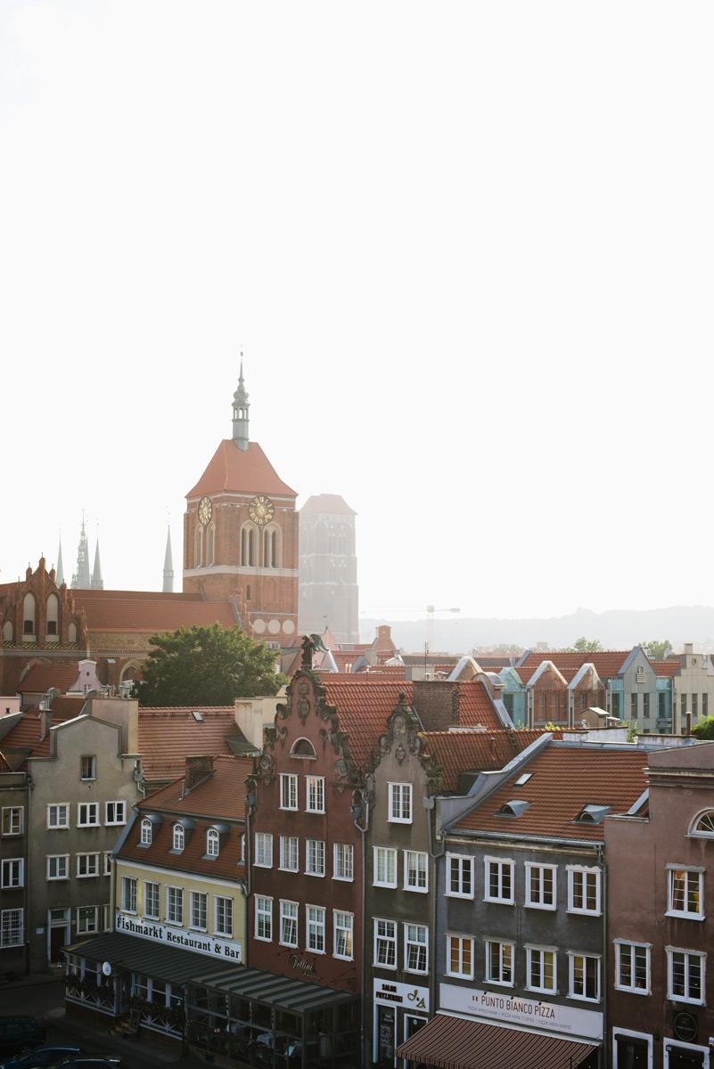 Hilton hotells takterrass i en guide till restauranger och barer i Gdansk som du kan besöka under en weekend.