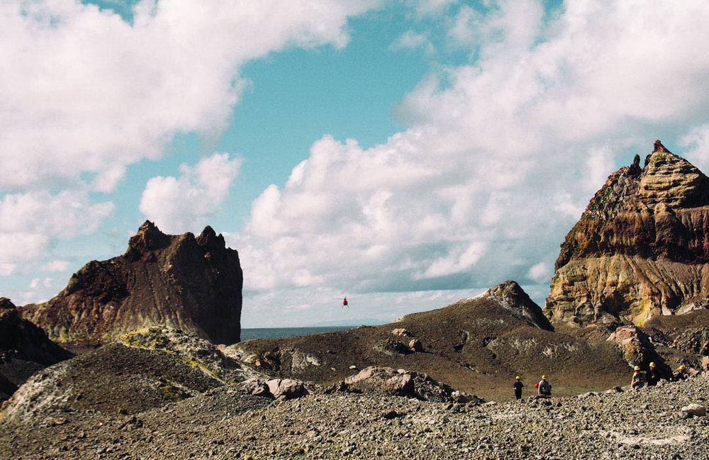 flyga helikopter över White island som är en aktiv vulkan på Nya Zeeland