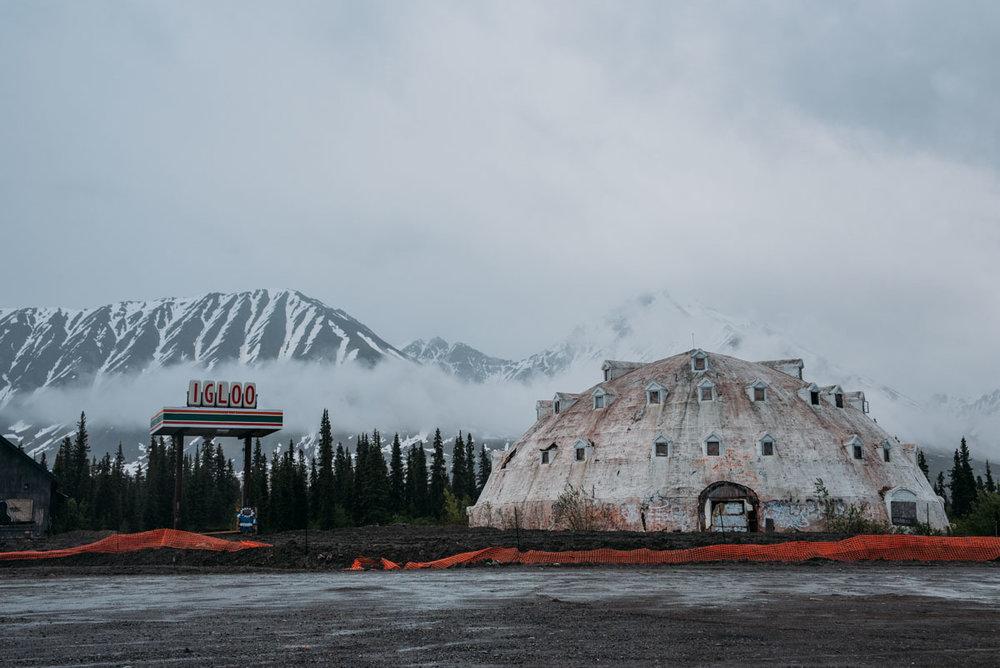 Guide till att hitta övergivna hus i Alaskas vildmark där du kan hitta igloo hotell som står och förfaller