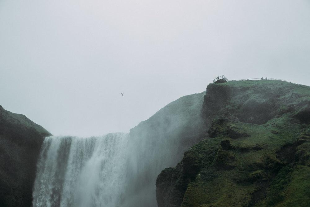 4 saker att se och göra på södra Island - besök vattenfallet skogafoss