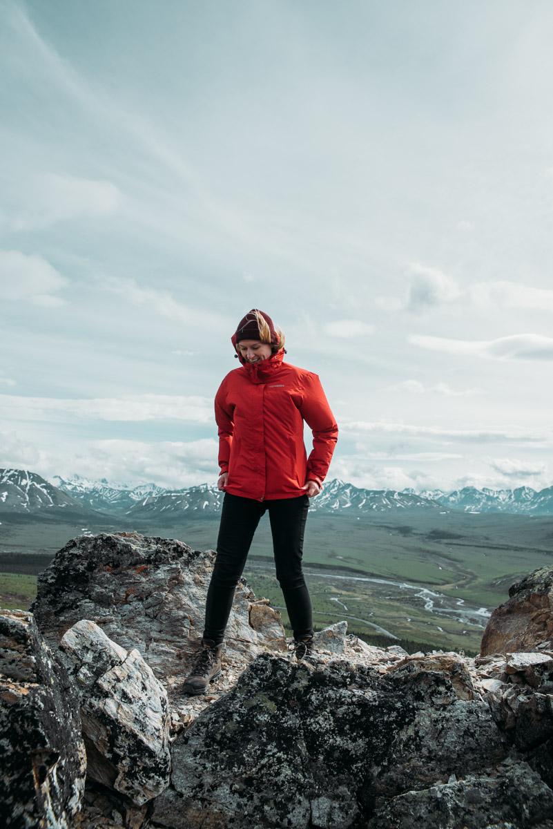 jeanette seflin vandrar vandringsleden Savage Alpine trail i Denali national park i Alaska