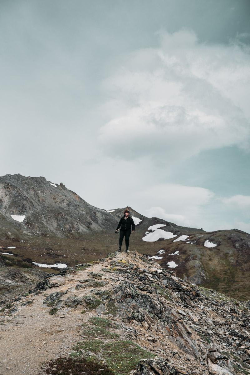 lena från resebloggen ladies abroad vandrar vandringsleden Savage Alpine trail i Denali national park i Alaska