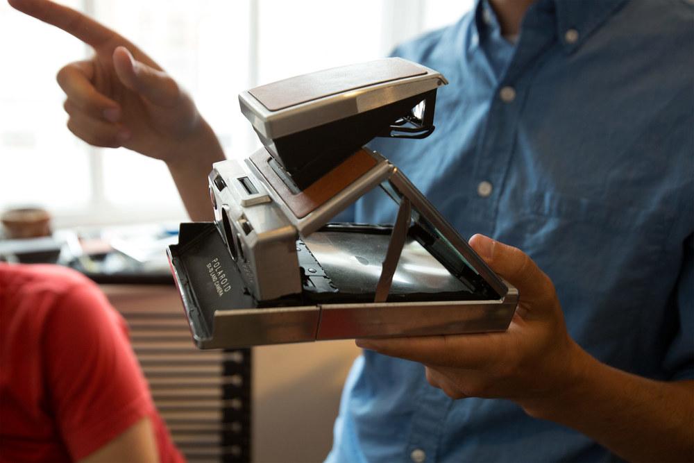 Le projet impossible Le projet impossible, établi aux Pays-Bas, produit la prochaine génération de caméra et de film instantané. Après avoir sauvé la dernière usine de Polaroid...
