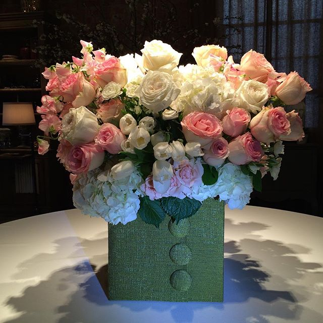 Our new Chanel boxes are a huge hit for Valentines!! #sticksandstones #flowers #floralarrangement #beverlyhills #pink #chanel