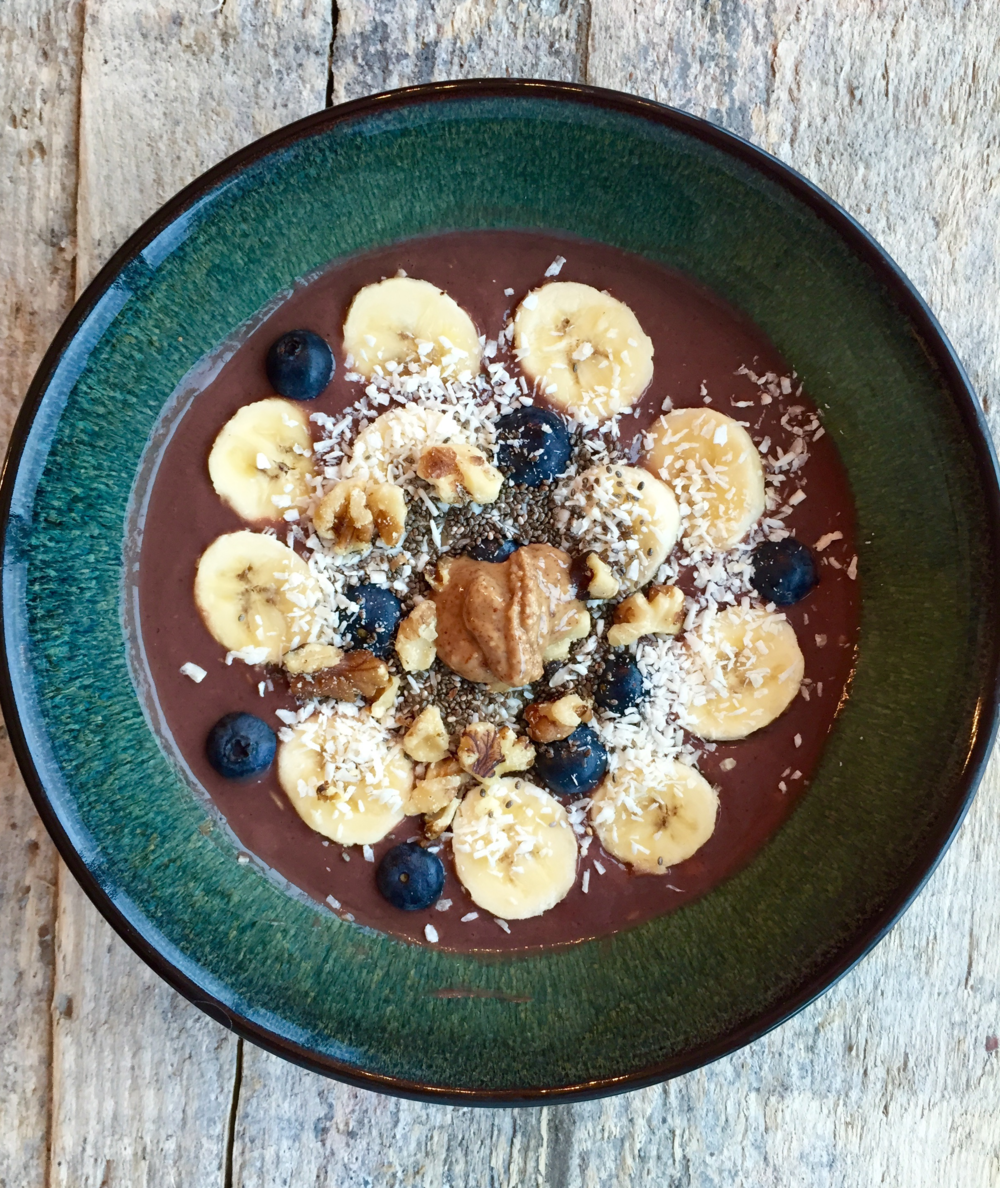Nutty Banana Smoothie Bowl - 363 calories  (compared to Jamba Juice's 560 calorie acai bowl!)