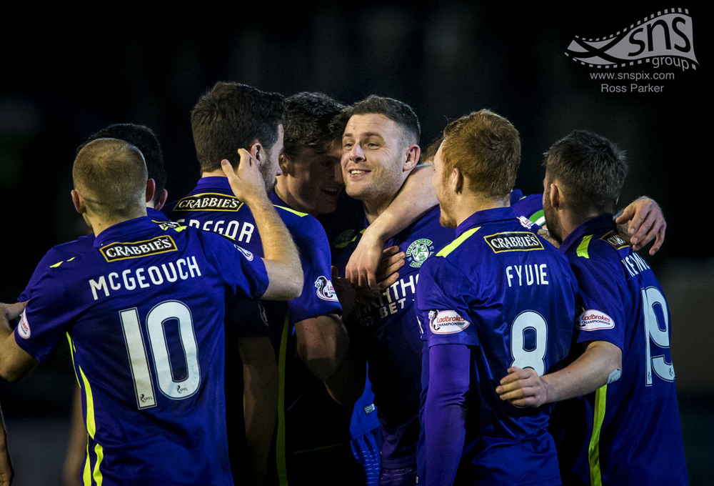 Anthony Stokes celebrates with his Hibs team mates after scoring the winner against Greenock Morton.
