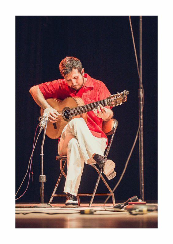 Carlos Corona guitarra 7 cuerdas.jpg