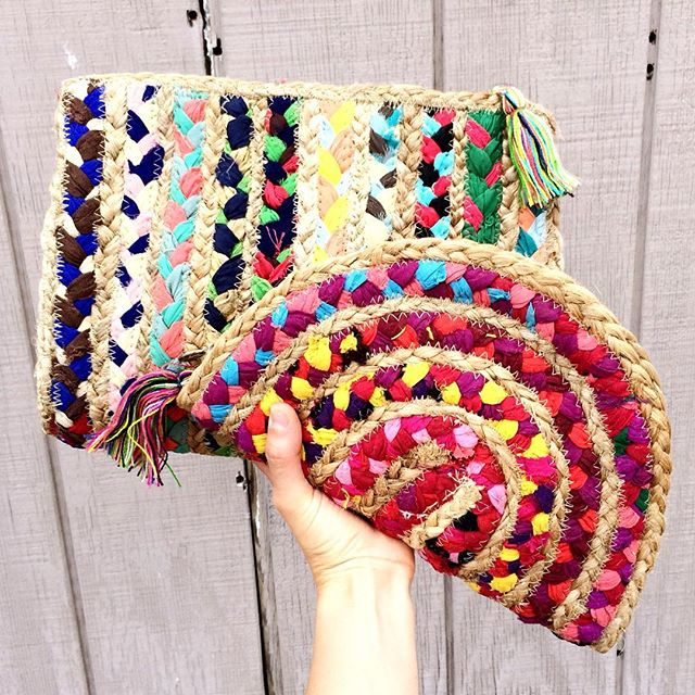 Mother's Day brunch + festive braided clutches = 😍👩👧👗👑🛍💗 Toast to Mom with us at @vitosinthevalley from 10-3 🥂🍊....and Dad can't complain cause it's your day😊