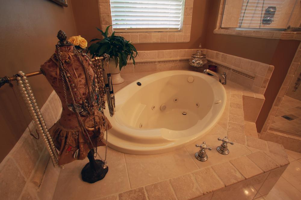Large Jacuzzi tub