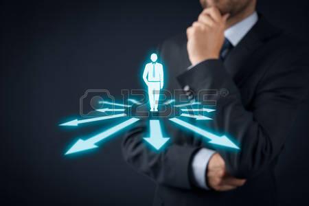 39062734-la-prise-de-decision-les-decisions-de-gestion--selectionner-le-meilleur-point-de-vue-de-l-entreprise.jpg