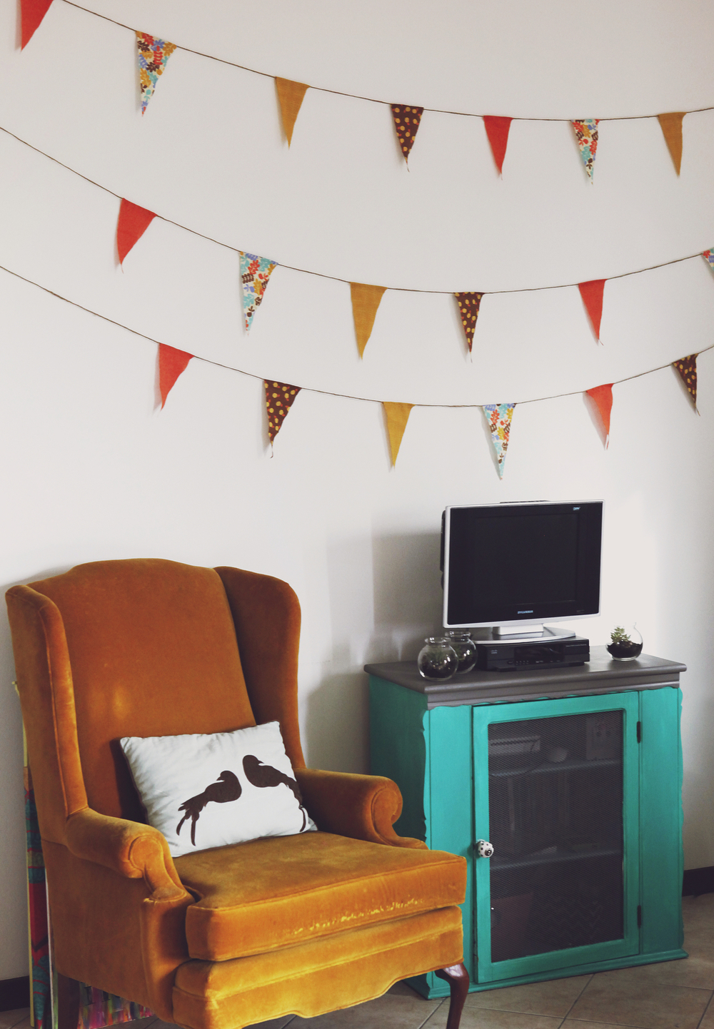 Last-minute decoration ideas: Fall pennant garland | Freckle & Fair