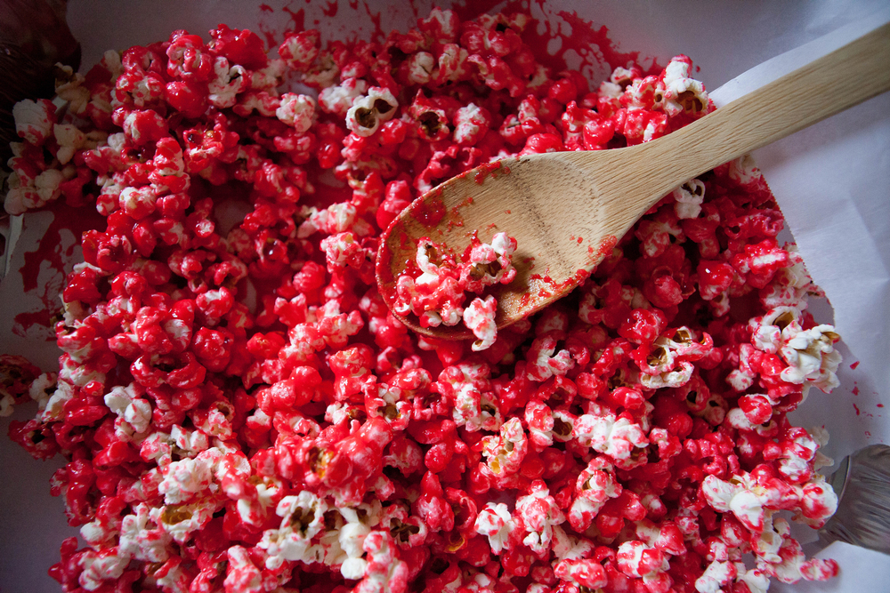 Red hot cinnamon popcorn for Christmas | Freckle & Fair