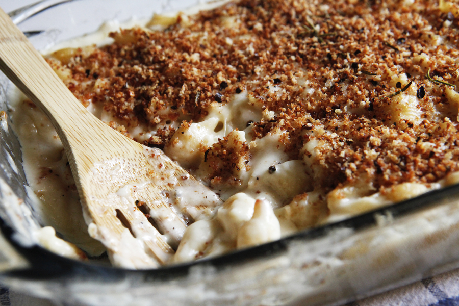 Creamy baked macaroni and cheese | Freckle & Fair