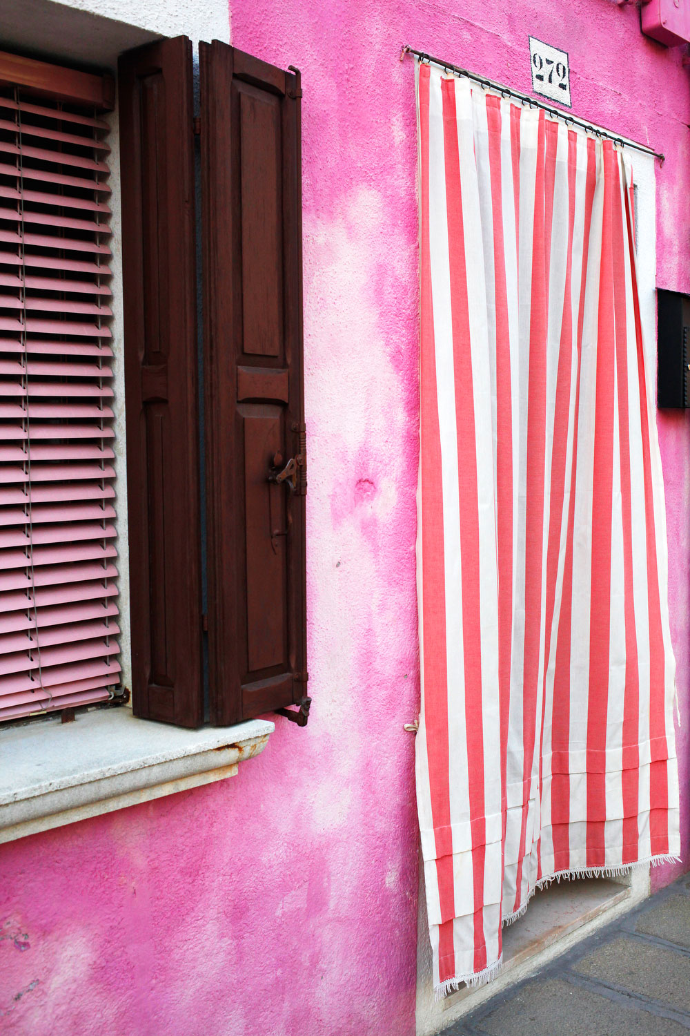 Pink walls in Burano, Italy | Freckle & Fair