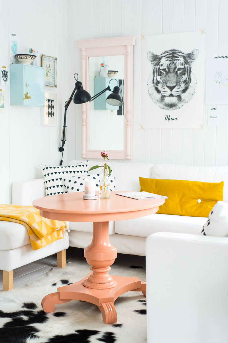 Light coral coffee table via Jelanie | Freckle & Fair