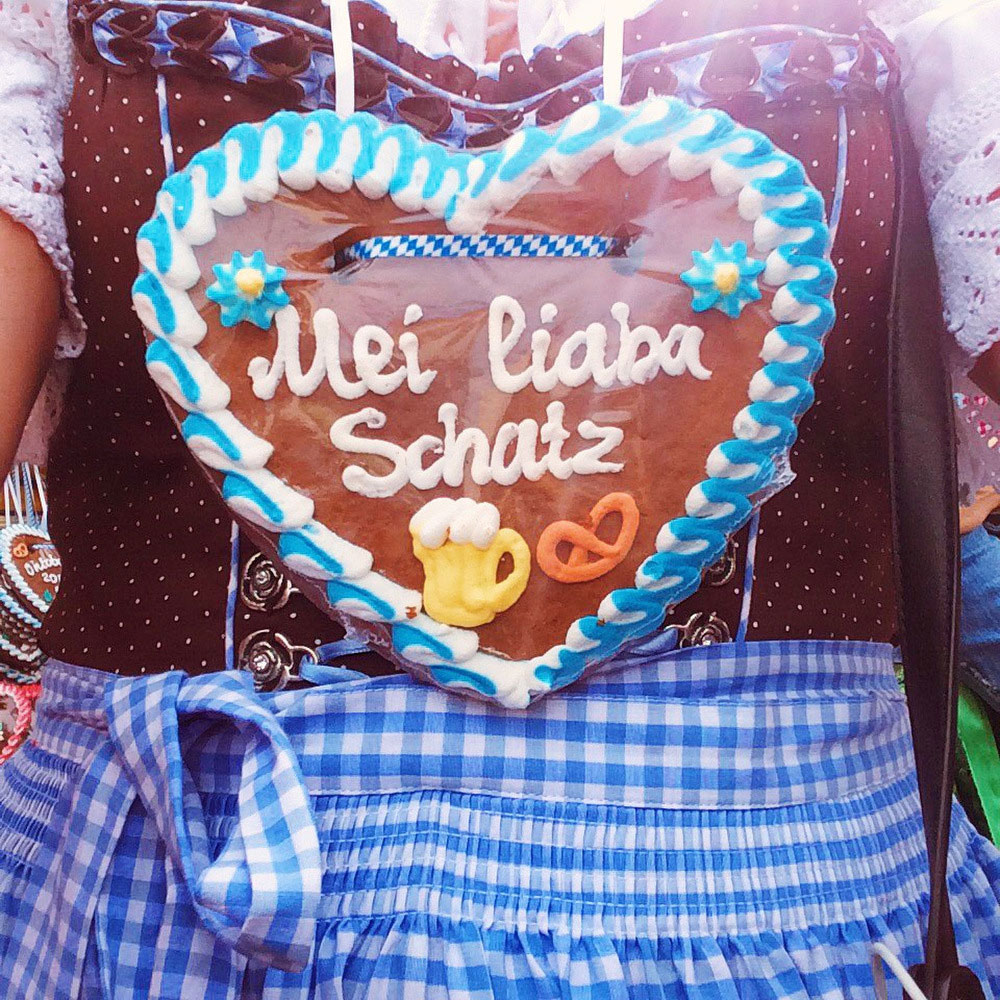 Oktoberfest cookies in Munich | Freckle & Fair