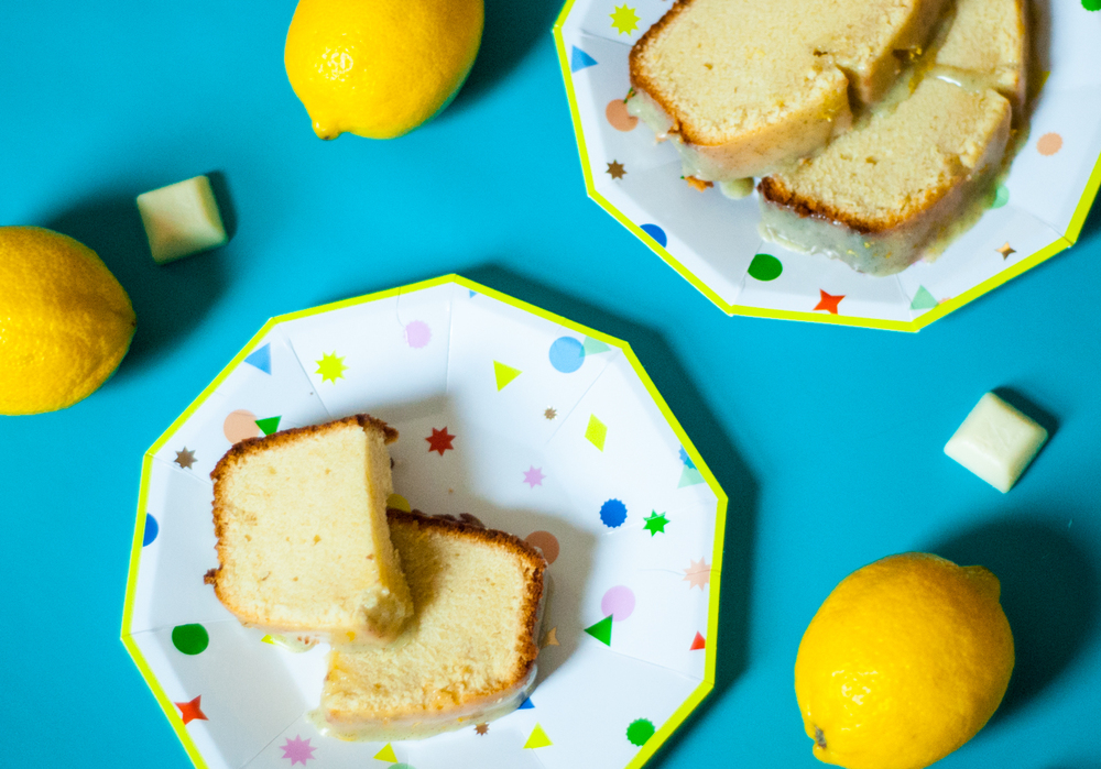 Lemon poundcake with white chocolate | freckleandfair.com