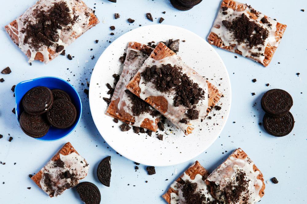 Cookies & cream homemade Oreo pop tarts | freckleandfair.com