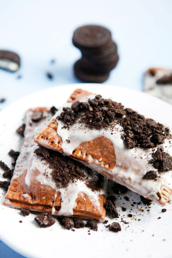 Cookies & cream homemade Oreo pop tarts | freckleandfair.com