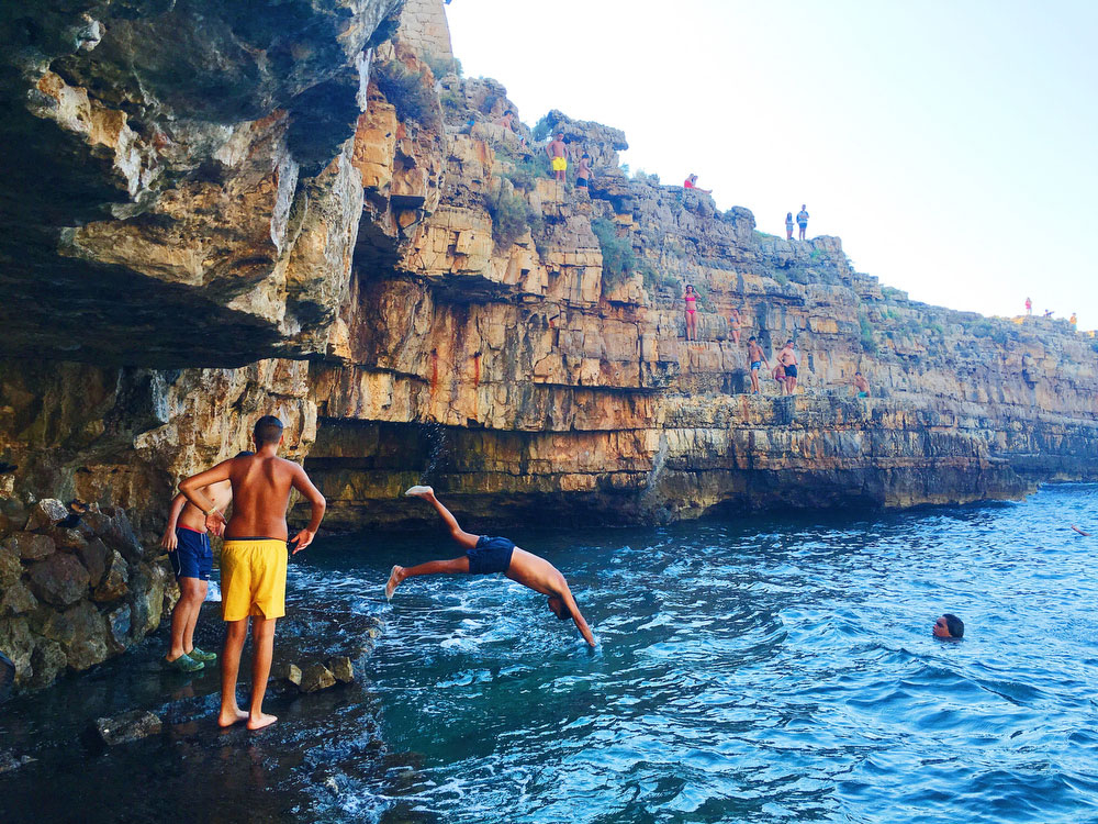 Cliff jumping in Polignano a Mare