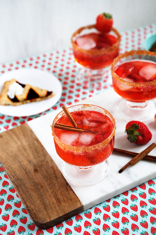 Strawberry rhubarb pie cocktail | freckleandfair.com